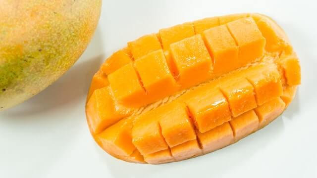 Mango sadrži mircene kao i kanabis te zbog toga utječe na potenciju kanabisa