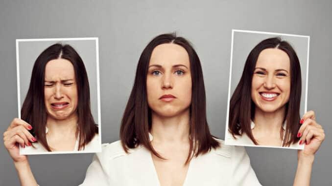 Shizofrenija je psihološka bolest koja kod ljudi uzrokuje, odnosno onemogućava razlikovanje realnih od nerealnih iskustava i doživljaja.